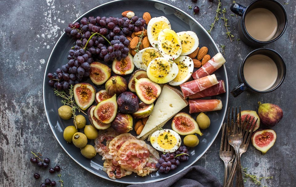 Future Bright Cropped Fig Platter